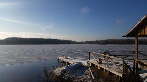 Pavėsinė prie ežero